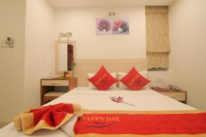 A bed or beds in a room at Happy Day Hotel & Spa