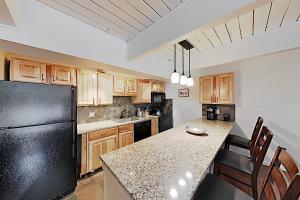 A kitchen or kitchenette at 731 E. Durant Ave Apartment Unit 11 Apts
