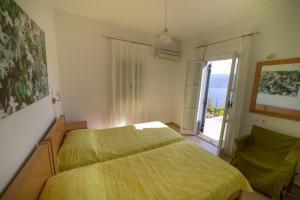 Ένα ή περισσότερα κρεβάτια σε δωμάτιο στο Lefki Villas