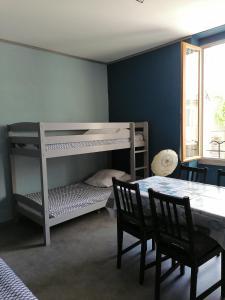 Un ou plusieurs lits superposés dans un hébergement de l'établissement Les Studios proche du Mont Ventoux