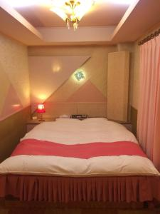 A bed or beds in a room at Himeji Baby Kiss (Adult Only)