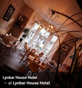 A restaurant or other place to eat at Lynbar Hotel
