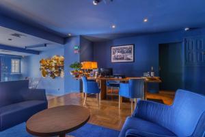 A seating area at Villa Cascais Boutique Hotel