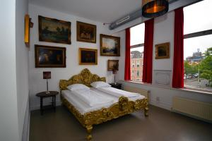A bed or beds in a room at Kingkool The Hague City Hostel