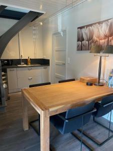 Een keuken of kitchenette bij Studio & Appartement au Lac