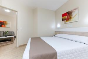 A bed or beds in a room at Hotel Express Aeroporto