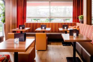 A kitchen or kitchenette at Holiday Inn Eindhoven Centre, an IHG Hotel
