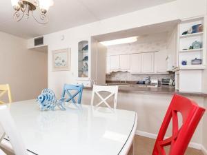 A kitchen or kitchenette at Island Echos 4th-5th Floor Condos
