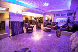 The lobby or reception area at Exporoyal Hotel