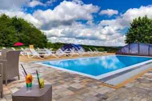 The swimming pool at or near Panorama Berghotel Wettiner Höhe