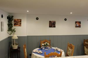 A restaurant or other place to eat at Pension Lehmann