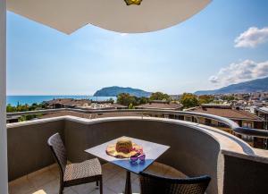 Балкон или терраса в Royalisa Hotel