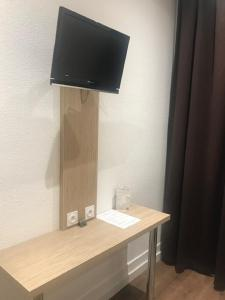 A television and/or entertainment center at Hotel de Bordeaux