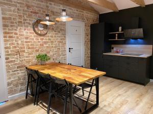 A kitchen or kitchenette at Hostel 19 Sopot