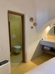 A bathroom at Chic Hotel Santorini