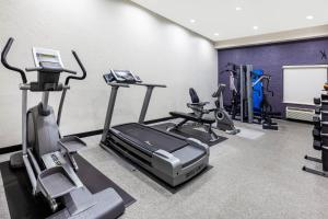 The fitness center and/or fitness facilities at La Quinta by Wyndham Lumberton