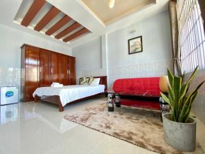 A bed or beds in a room at Hue Sweethouse Homestay