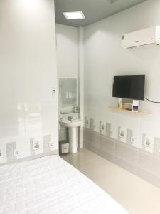 A television and/or entertainment centre at Homestay cantho river