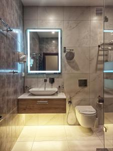 A bathroom at Viva Hotel