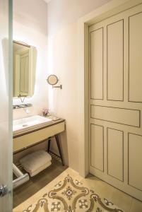 Een badkamer bij The Norman Tel Aviv