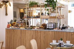 Een restaurant of ander eetgelegenheid bij Hôtel Gramont