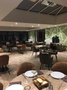 Restaurant ou autre lieu de restauration dans l'établissement Le Pavillon de Rouen