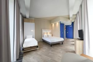 A bed or beds in a room at ibis budget Bremen City Center