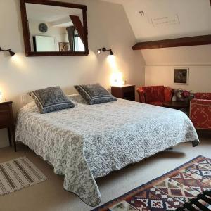 """Un ou plusieurs lits dans un hébergement de l'établissement Chambres d'Hôtes """"Les Pins"""""""