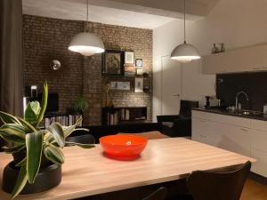 A kitchen or kitchenette at Besselaar Apartments