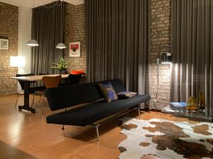 A seating area at Besselaar Apartments