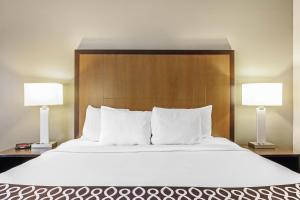 A bed or beds in a room at La Quinta by Wyndham Biloxi