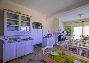 A kitchen or kitchenette at Giaco's Rooms