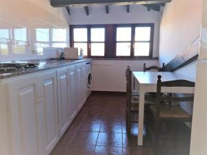 Una cocina o zona de cocina en Apartamentos Turísticos La Solana