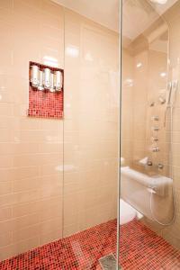 A bathroom at Hotel Champlain
