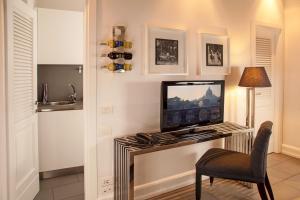 Una televisión o centro de entretenimiento en Relais Vatican View