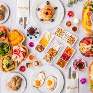 Morgenmad for gæster der bor på Grand Park Lara Hotel