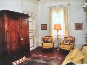 A seating area at Villa Lavagnino