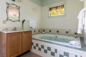 A bathroom at Maple Hill Farm Inn