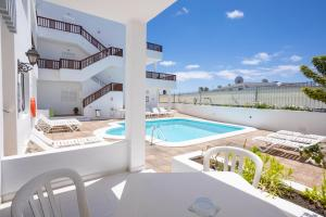 The swimming pool at or near Vista Mar Apartamentos