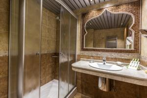 Баня в Diplomat Plaza Hotel & Resort