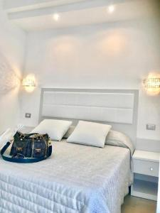 A bed or beds in a room at Hotel Sirena