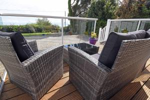 A balcony or terrace at Viewbank Cottage