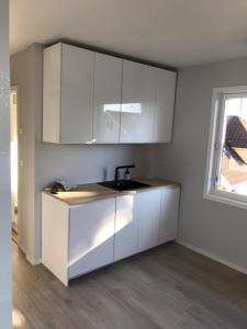 A kitchen or kitchenette at EasyRoom Oslo Budget - Free parking