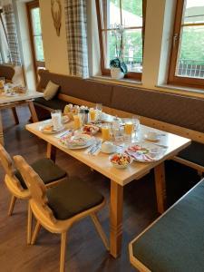 Ein Restaurant oder anderes Speiselokal in der Unterkunft Hotel Landgasthof Frankenstern