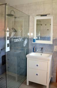 Ein Badezimmer in der Unterkunft Ferienwohnung Bodden