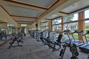 The fitness center and/or fitness facilities at Real InterContinental at Multiplaza Mall, an IHG Hotel