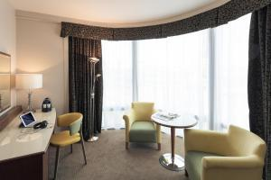 A seating area at Mercure Sheffield St Paul's Hotel & Spa