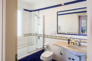 A bathroom at Hotel Continental Mare