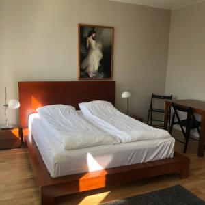 A bed or beds in a room at Seven Sisters