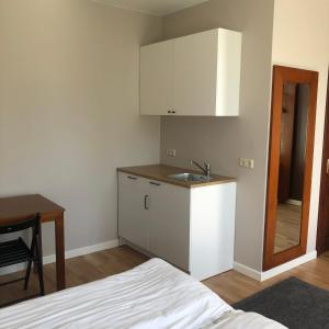 A kitchen or kitchenette at Seven Sisters